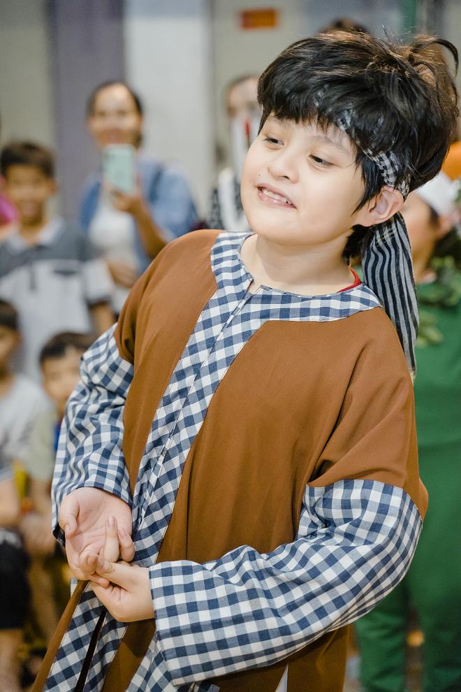 Thanh Thúy và 2 con trai tổ chức trung thu cho trẻ em ở mái ấm tình thương - Ảnh 5.