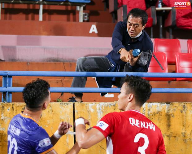 Quế Ngọc Hải bị trợ lý HLV tuyển Việt Nam dọa đánh vì chơi xấu đàn em - Ảnh 2.