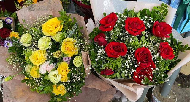 Thị trường hoa tươi ngày 20/10 trầm lắng, nhiều phụ nữ từ chối nhận hoa, quà - Ảnh 2.