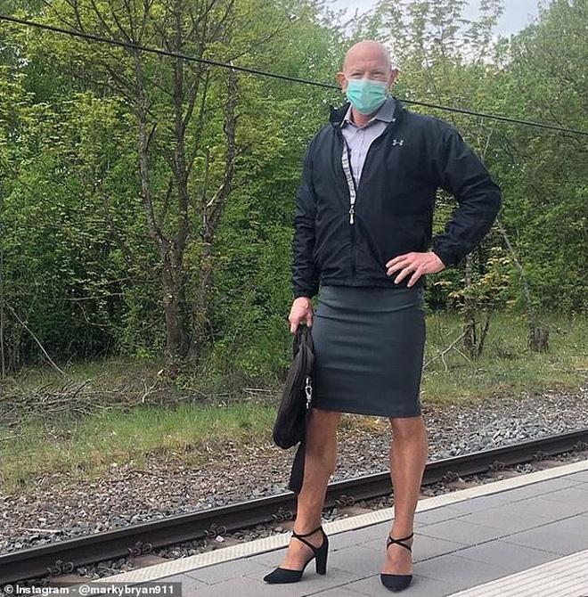Ông bố 3 con gây sốt vì diện váy và giày cao gót đi làm nhiều năm liền, tiết lộ được vợ ủng hộ hết mình - Ảnh 6.