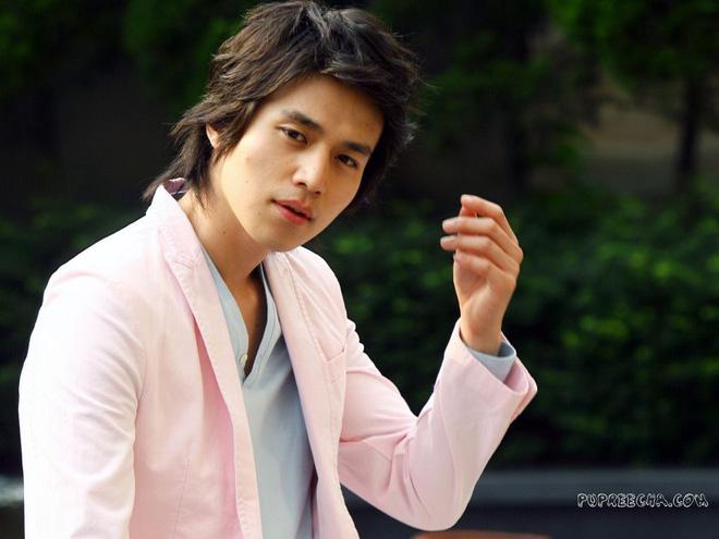 Lee Dong Wook - Anh chú đắt giá của Kbiz: Đời tư sạch bóng kin kít, mê hoạt hình Disney như điếu đổ và tự nhận chả hề lãng mạn - Ảnh 17.