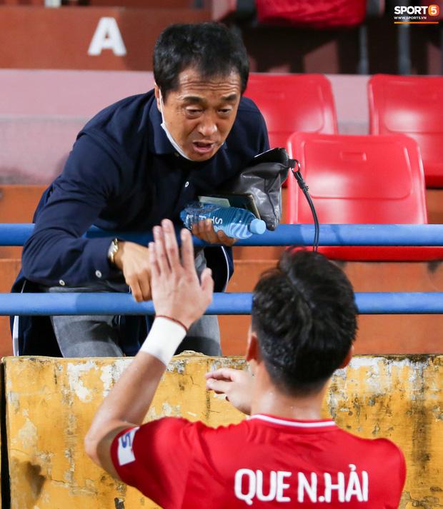 Quế Ngọc Hải bị trợ lý HLV tuyển Việt Nam dọa đánh vì chơi xấu đàn em - Ảnh 4.