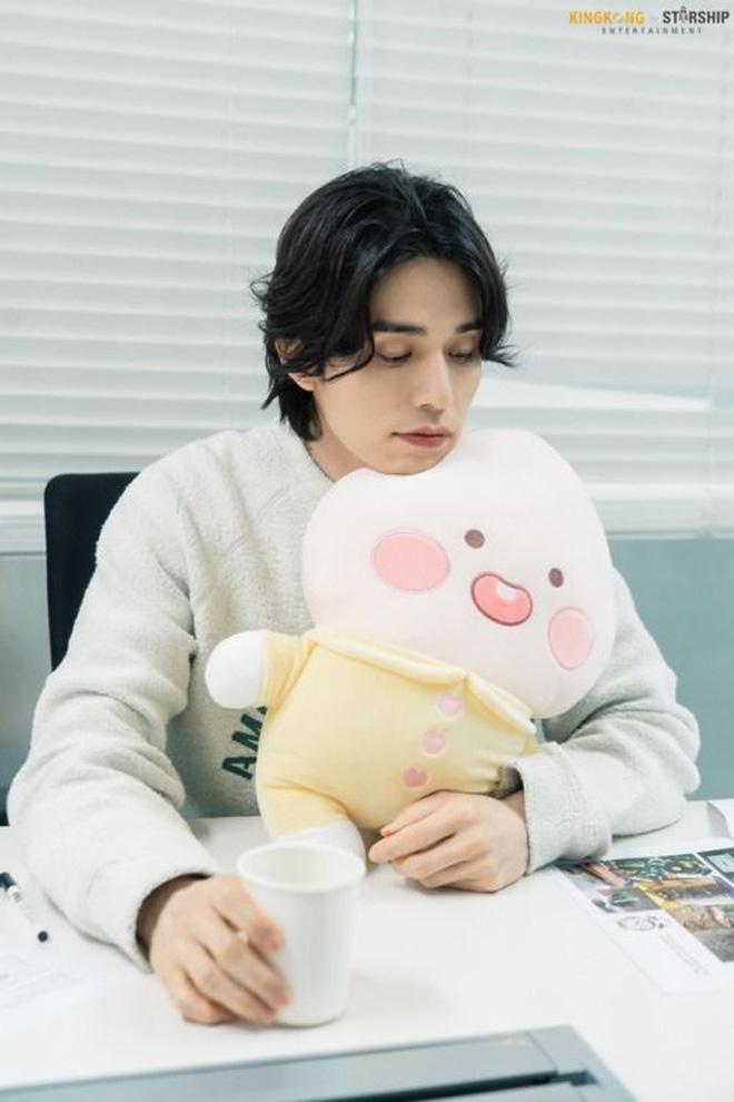 Lee Dong Wook - Anh chú đắt giá của Kbiz: Đời tư sạch bóng kin kít, mê hoạt hình Disney như điếu đổ và tự nhận chả hề lãng mạn - Ảnh 40.