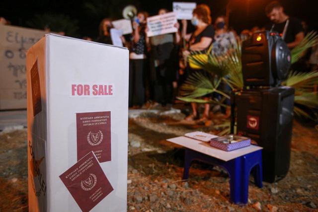 Nhiều tỷ phú có thể bị trục xuất khỏi châu Âu vì mất hộ chiếu vàng Cyprus - Ảnh 6.