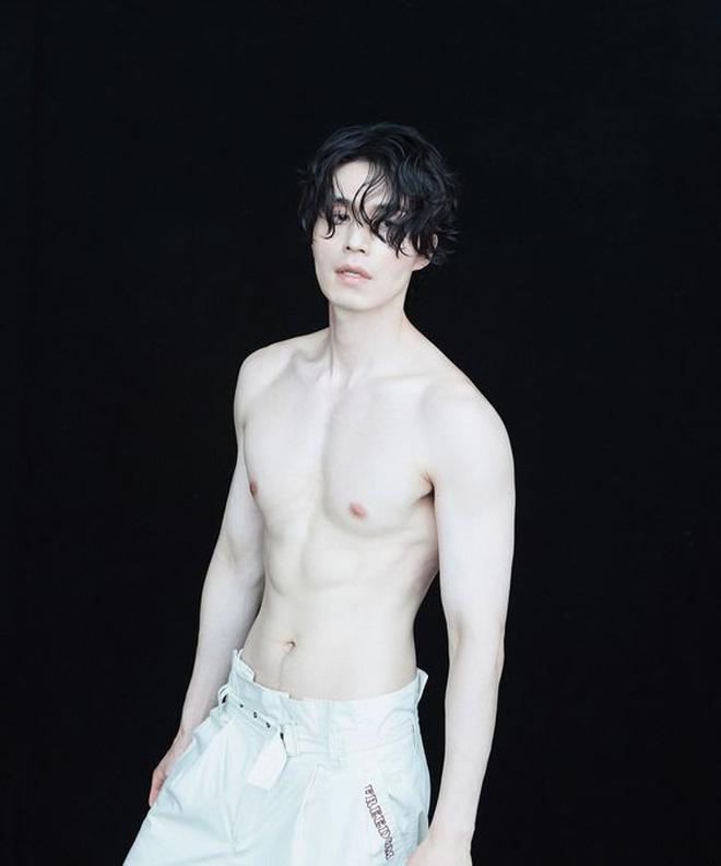 Lee Dong Wook - Anh chú đắt giá của Kbiz: Đời tư sạch bóng kin kít, mê hoạt hình Disney như điếu đổ và tự nhận chả hề lãng mạn - Ảnh 61.