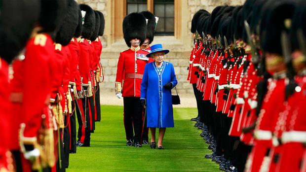 9 sự thật không thể tin nổi về đội lính gác Hoàng gia Anh, theo chia sẻ của những người trong cuộc - Ảnh 2.
