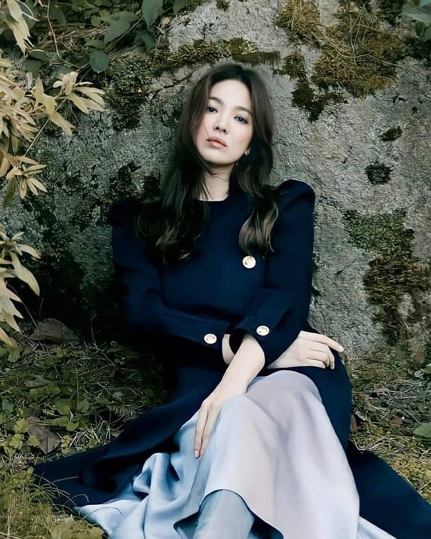 Song Hye Kyo gây xôn xao vì bộ ảnh mới: Gương mặt cứng đơ và dừ hơn hẳn, nghi PTS ít nên nhan sắc thật bị bóc trần - Ảnh 1.