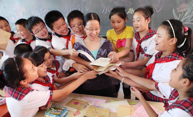 Không tặng quà cho cô giáo, bà mẹ nhận ngay tin nhắn 'kém duyên' trong nhóm chat chung của cô và các phụ huynh - ảnh 1