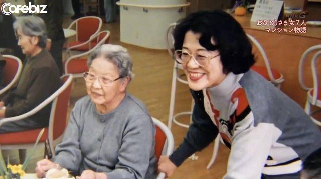Cuộc sống không chỉ có một lựa chọn: 7 người phụ nữ độc thân sống cùng nhau, hơn 70 tuổi vẫn nhuộm tóc, trang điểm, hết mình với cuộc sống - Ảnh 18.