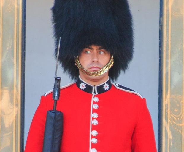 9 sự thật không thể tin nổi về đội lính gác Hoàng gia Anh, theo chia sẻ của những người trong cuộc - Ảnh 5.