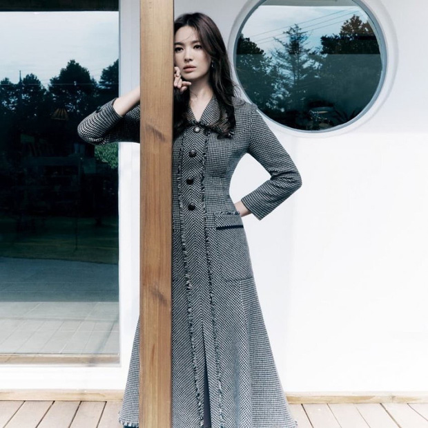 Song Hye Kyo gây xôn xao vì bộ ảnh mới: Gương mặt cứng đơ và dừ hơn hẳn, nghi PTS ít nên nhan sắc thật bị bóc trần - Ảnh 5.