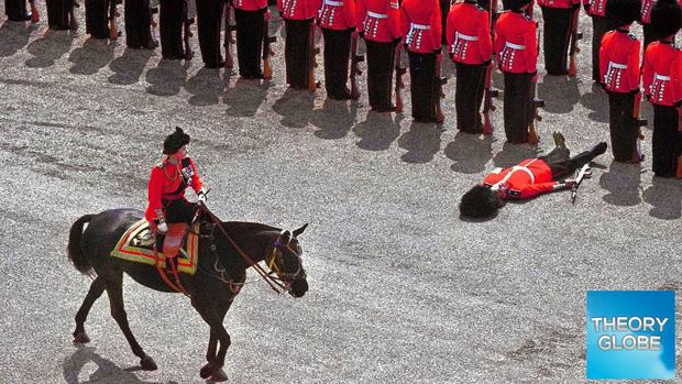 9 sự thật không thể tin nổi về đội lính gác Hoàng gia Anh, theo chia sẻ của những người trong cuộc - Ảnh 6.