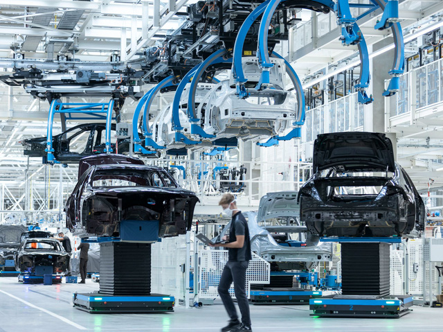 Sự thật khủng khiếp đằng sau các nhà máy sản xuất ô tô - Ảnh 1.