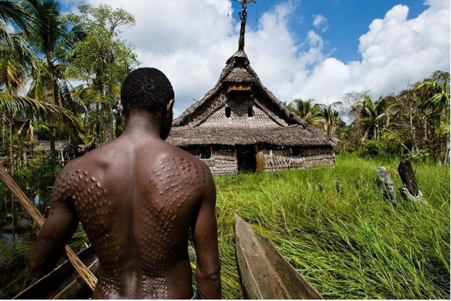 Bộ lạc bí hiểm và những tập tục kinh dị và ớn lạnh ở Papua New Guinea - Ảnh 1.