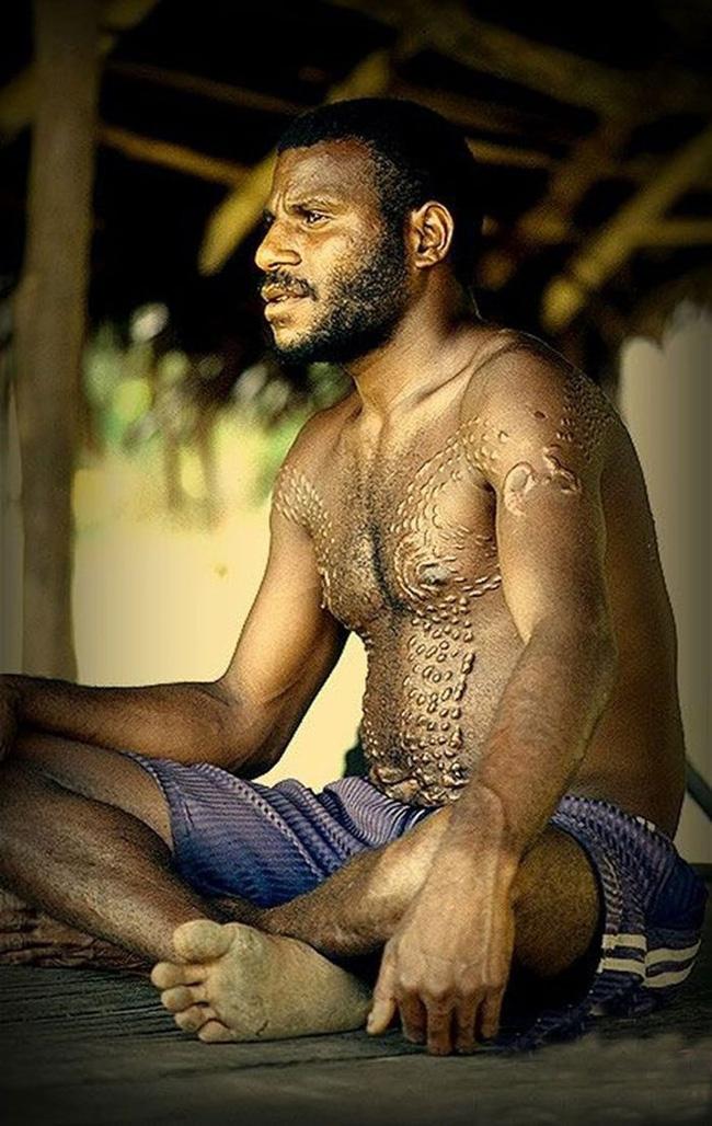 Bộ lạc bí hiểm và những tập tục kinh dị và ớn lạnh ở Papua New Guinea - Ảnh 3.