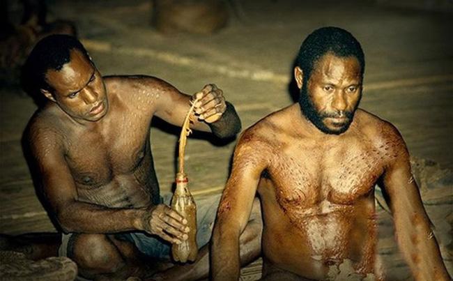 Bộ lạc bí hiểm và những tập tục kinh dị và ớn lạnh ở Papua New Guinea - Ảnh 4.