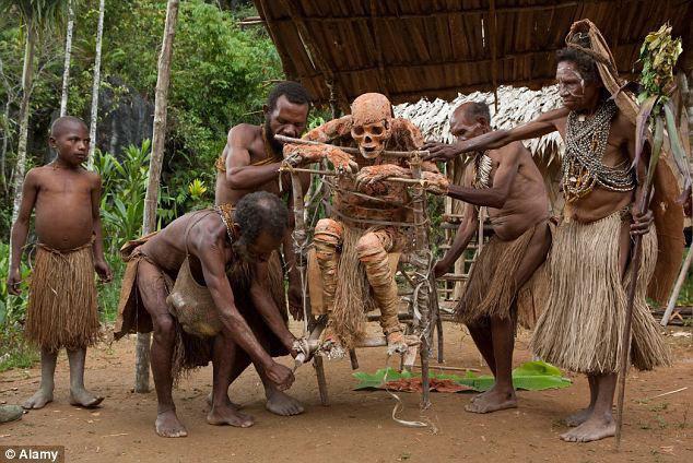 Bộ lạc bí hiểm và những tập tục kinh dị và ớn lạnh ở Papua New Guinea - Ảnh 6.