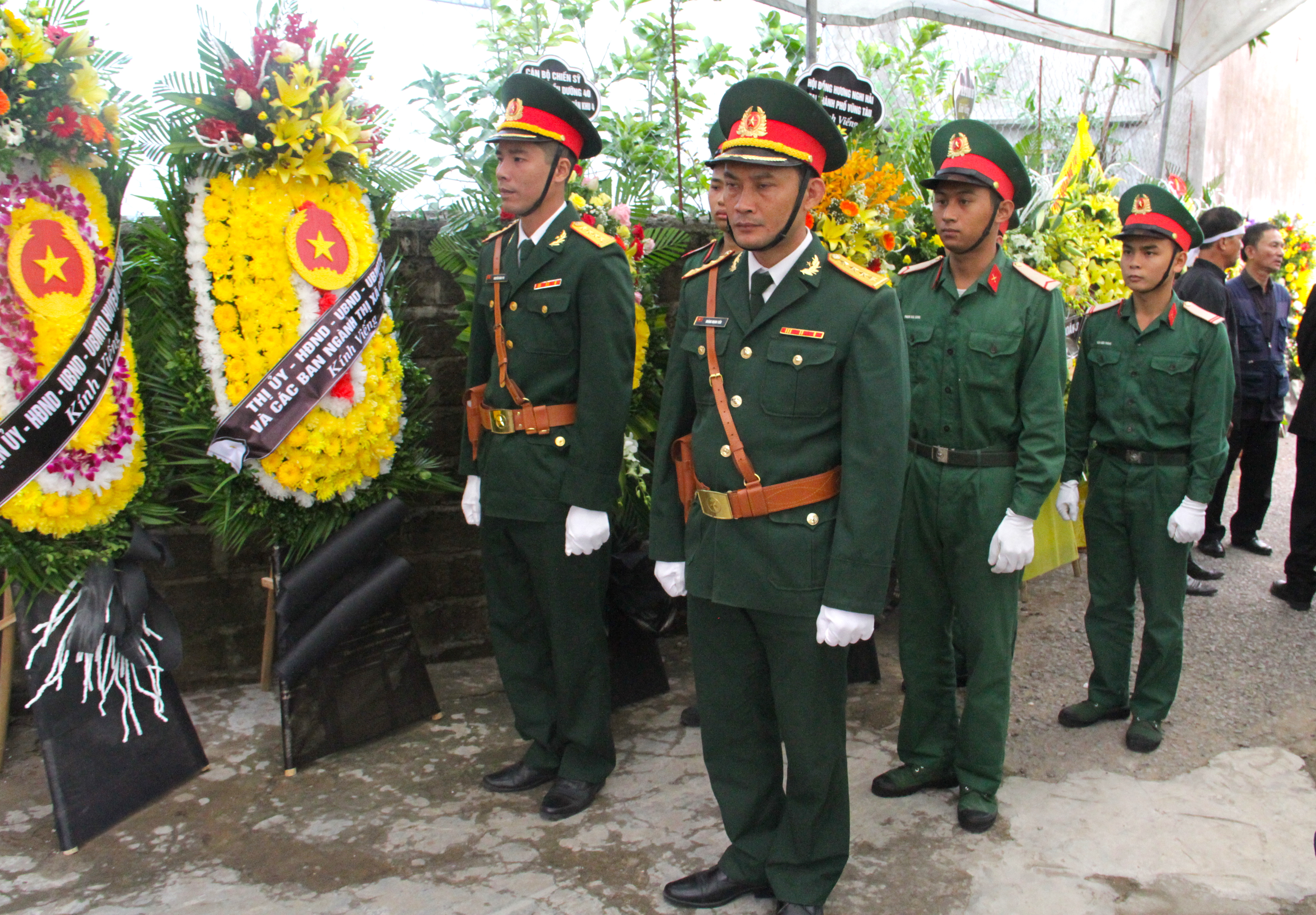 Nước mắt tiễn biệt liệt sỹ Đoàn 337 bị vùi lấp ở Quảng Trị: Nào ngờ con đi không về nữa - Ảnh 3.