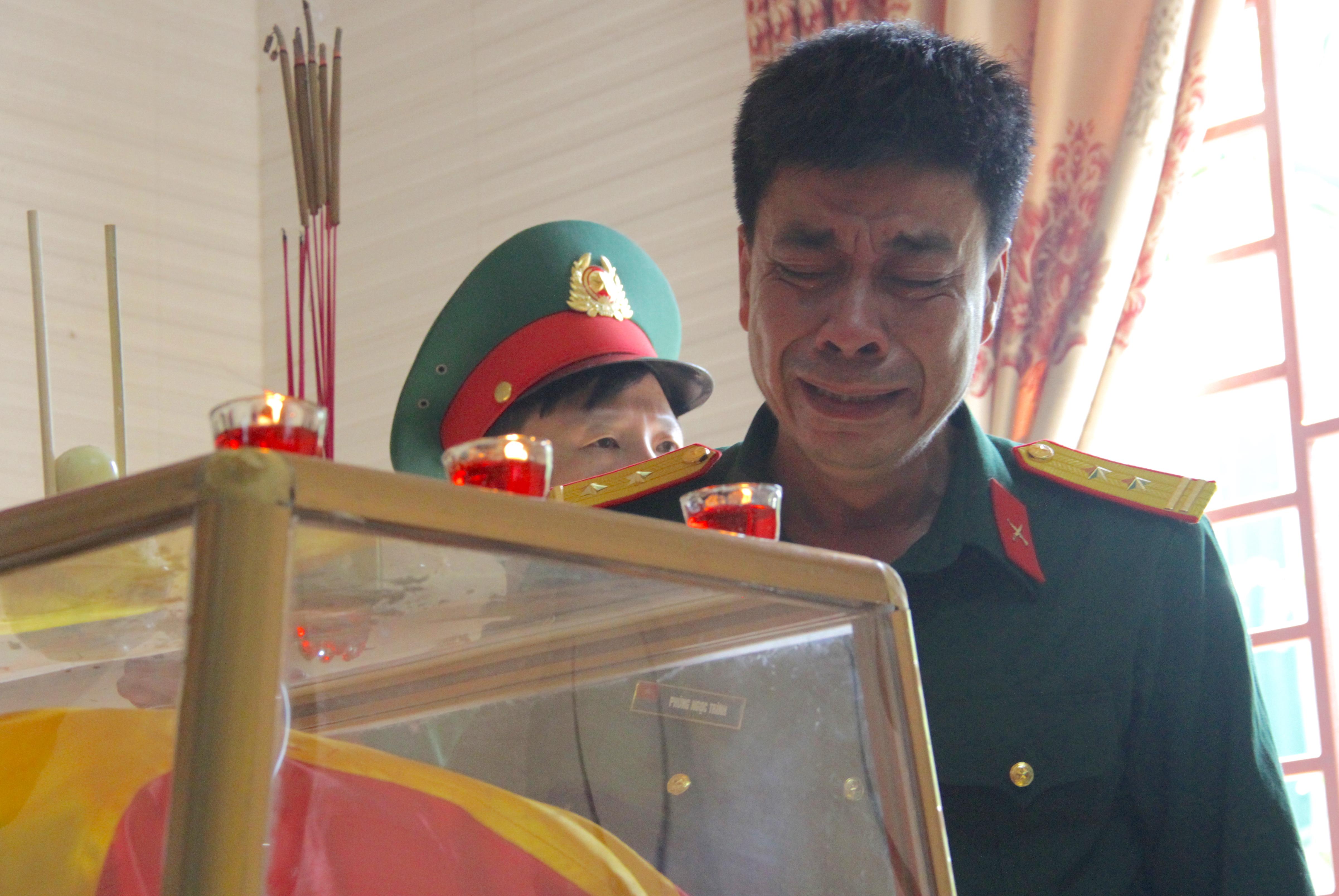 Nước mắt tiễn biệt liệt sỹ Đoàn 337 bị vùi lấp ở Quảng Trị: Nào ngờ con đi không về nữa - Ảnh 11.