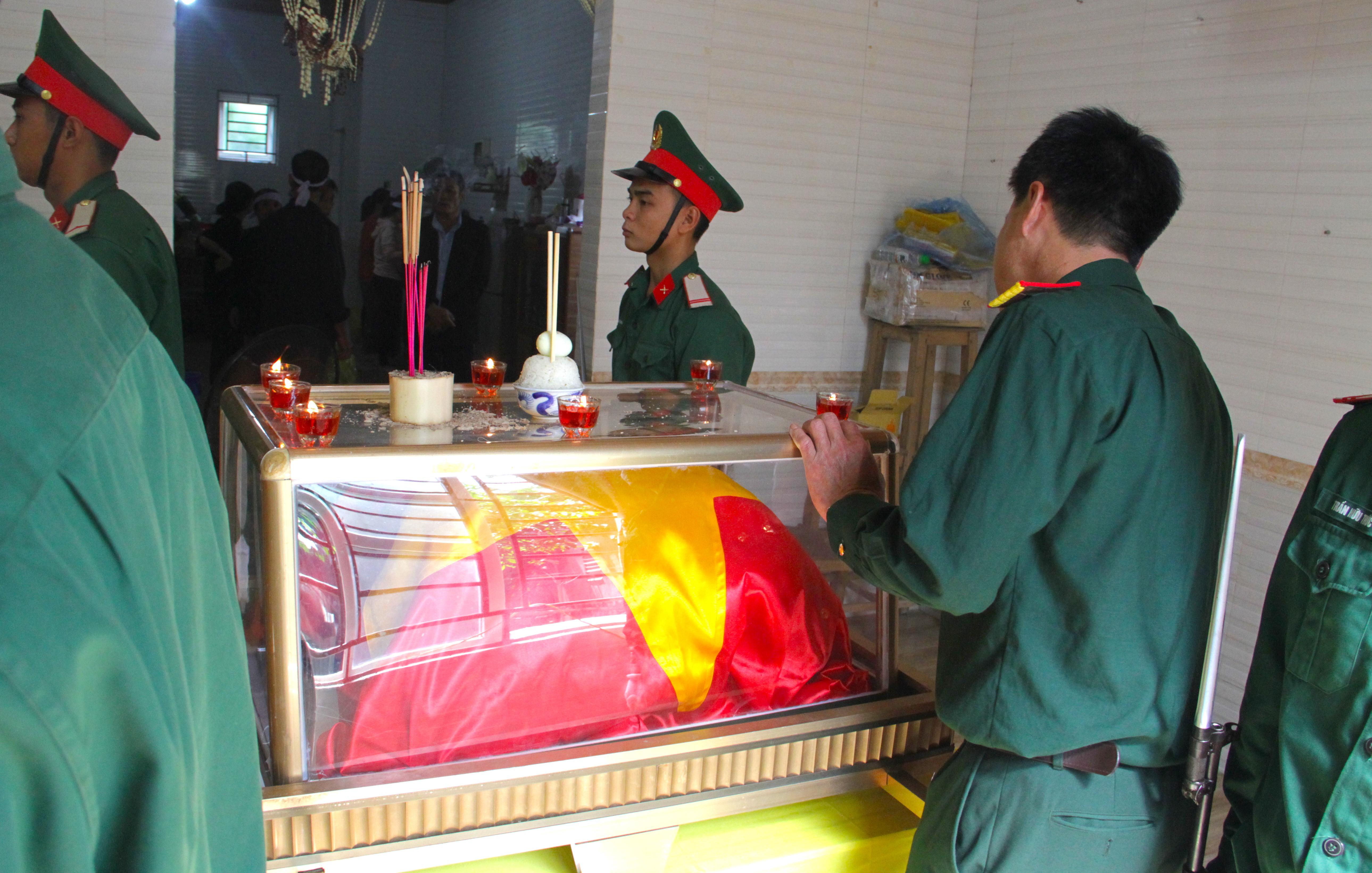 Nước mắt tiễn biệt liệt sỹ Đoàn 337 bị vùi lấp ở Quảng Trị: Nào ngờ con đi không về nữa - Ảnh 15.
