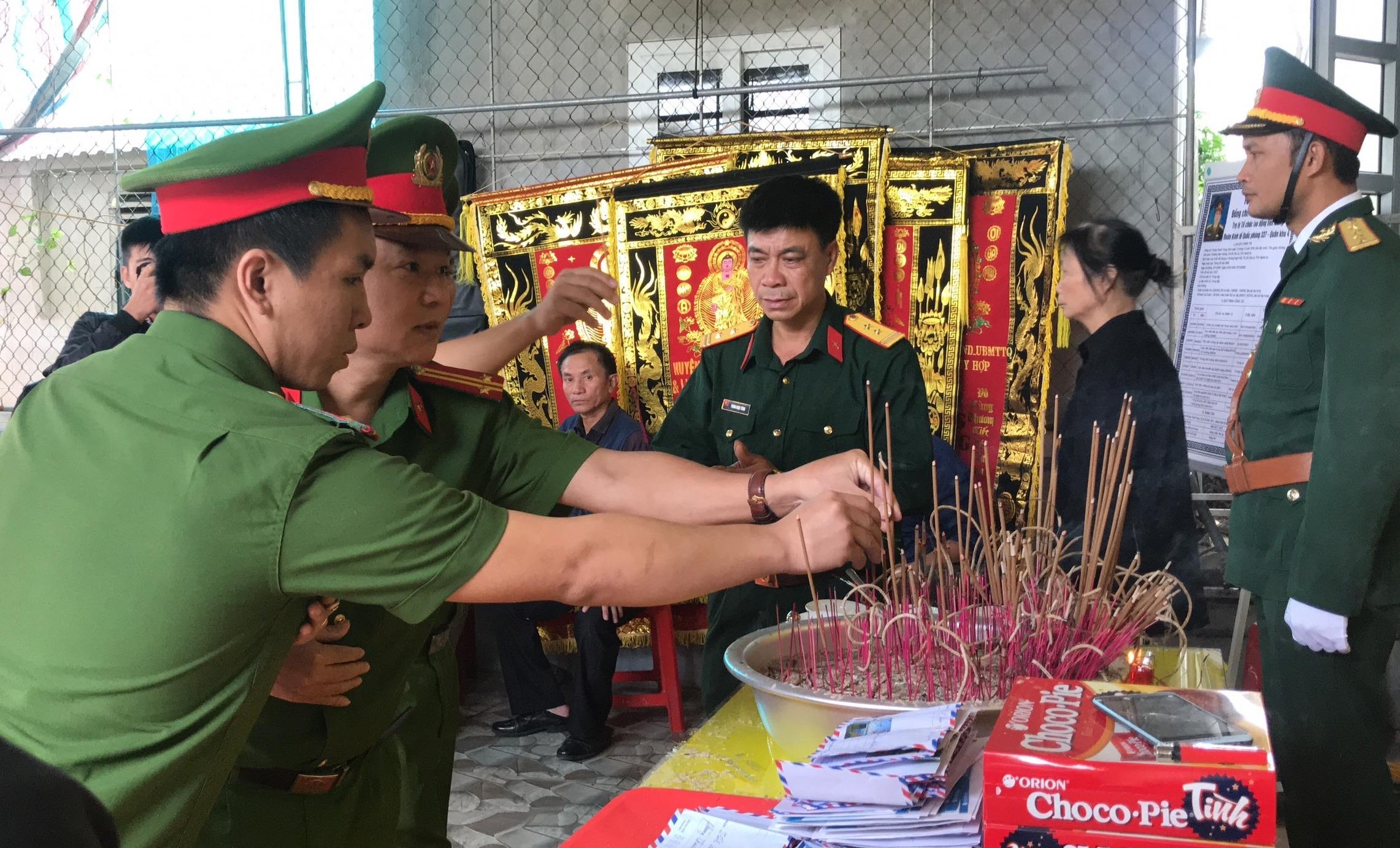 Nước mắt tiễn biệt liệt sỹ Đoàn 337 bị vùi lấp ở Quảng Trị: Nào ngờ con đi không về nữa - Ảnh 14.