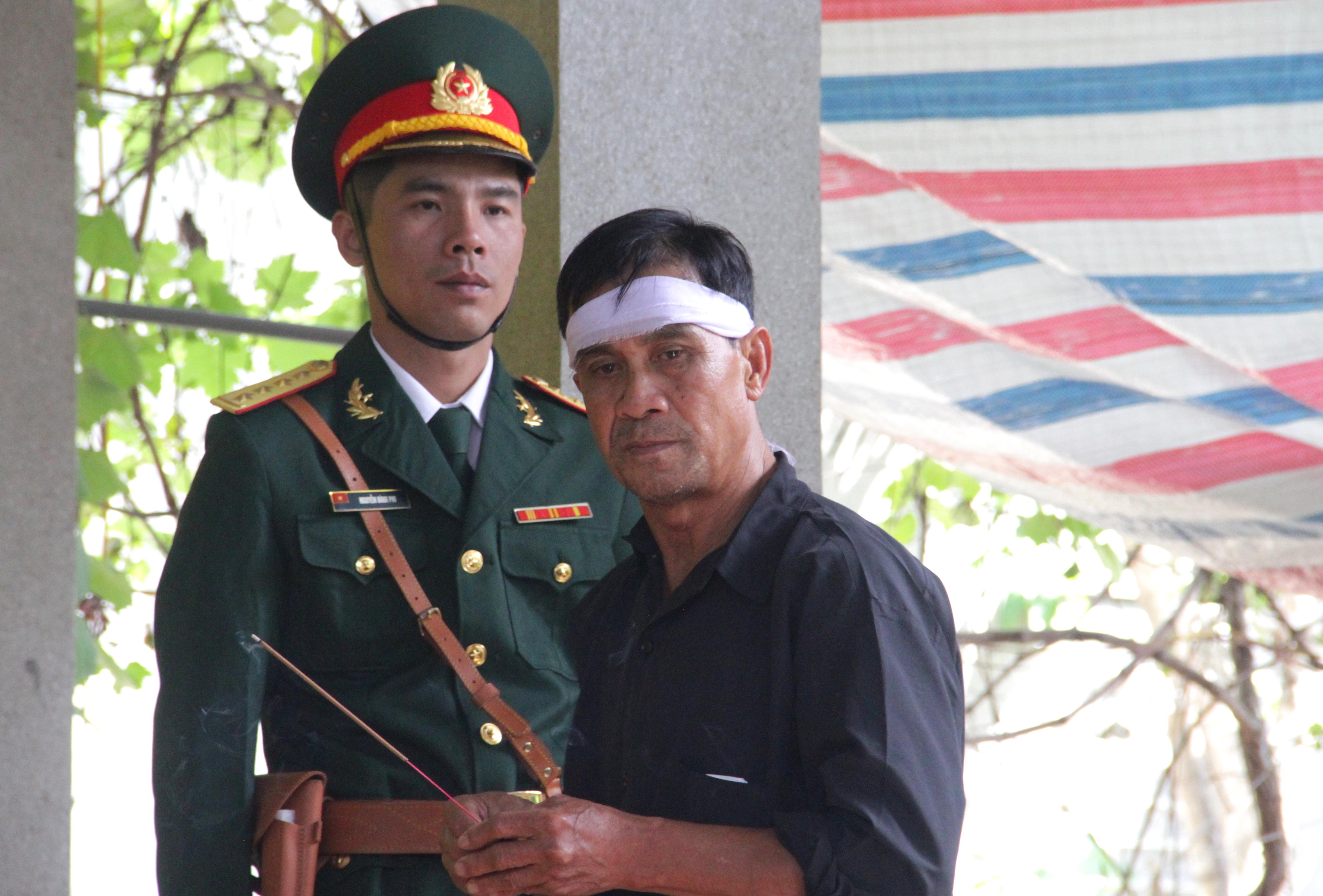 Nước mắt tiễn biệt liệt sỹ Đoàn 337 bị vùi lấp ở Quảng Trị: Nào ngờ con đi không về nữa - Ảnh 9.