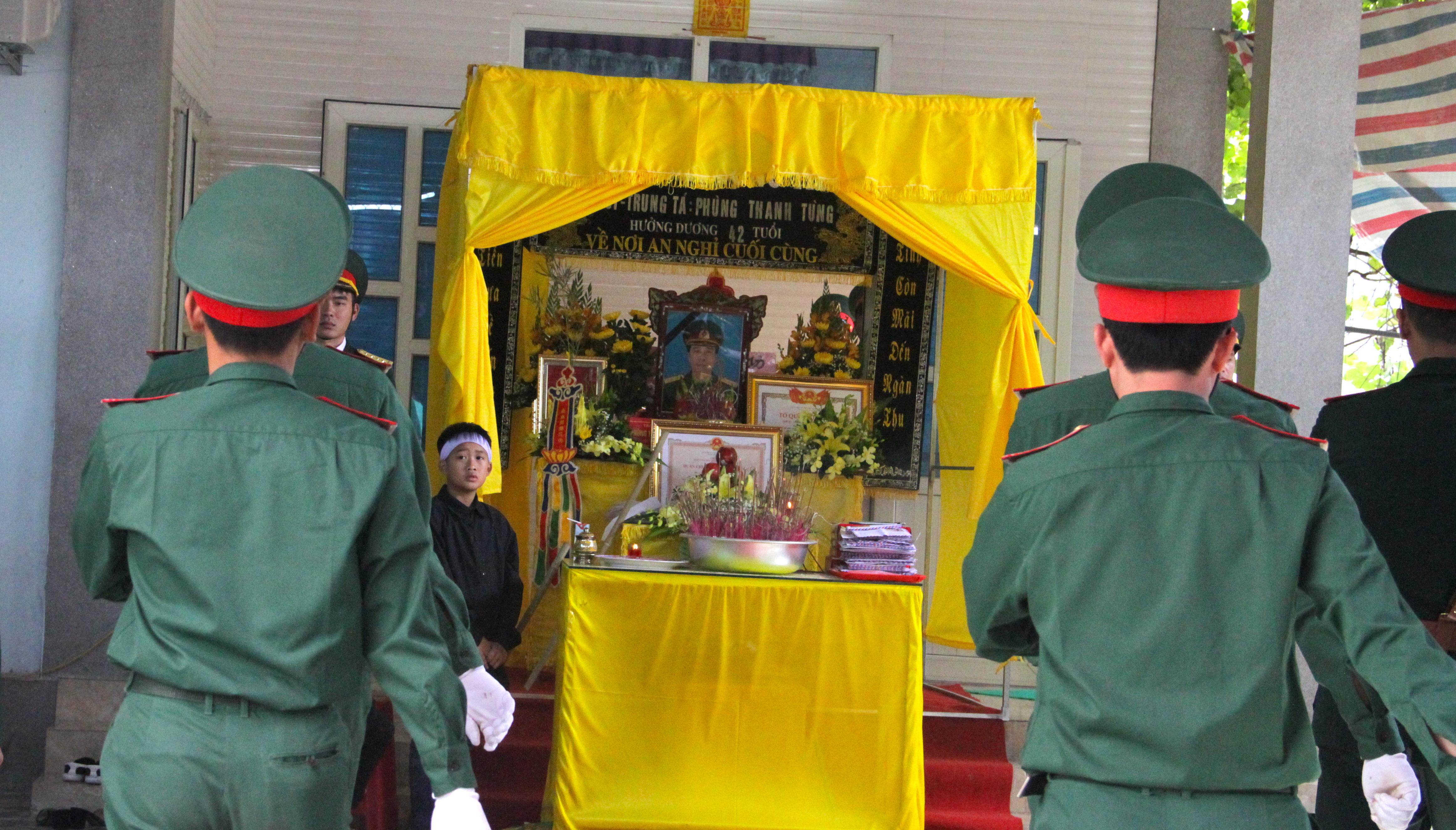 Nước mắt tiễn biệt liệt sỹ Đoàn 337 bị vùi lấp ở Quảng Trị: Nào ngờ con đi không về nữa - Ảnh 16.