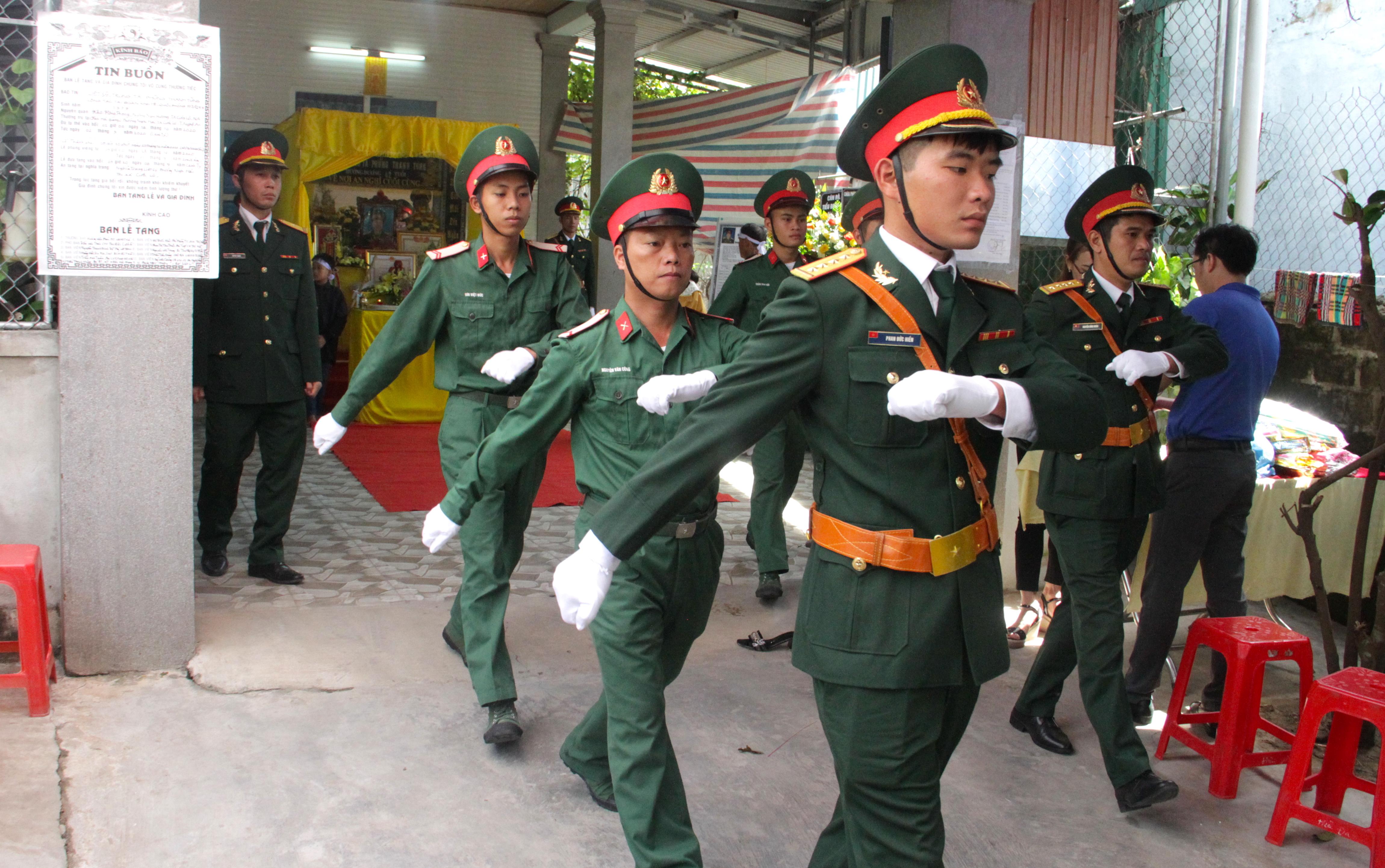 Nước mắt tiễn biệt liệt sỹ Đoàn 337 bị vùi lấp ở Quảng Trị: Nào ngờ con đi không về nữa - Ảnh 1.