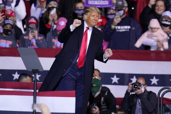Điệu nhảy hài hước của Tổng thống Trump mùa tranh cử bất ngờ trở thành hiện tượng dance cover triệu view gây sốt MXH - Ảnh 3.