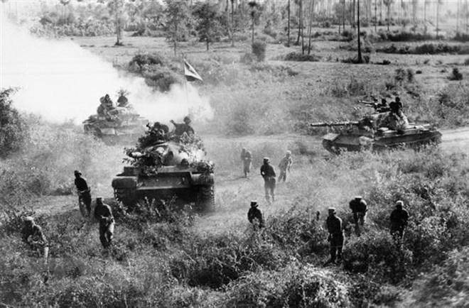 Chiến trường K: Tổng phản công diệt Khmer Đỏ - Cú ra đòn kết liễu với sức mạnh khủng khiếp - Ảnh 4.