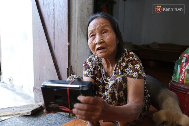 Gặp cụ bà lưng còng cõng bao quần áo, mì tôm ủng hộ người dân miền Trung: Hơn 200.000 đồng/tháng tôi ăn tiêu xả láng, giúp được phần nào hay phần đó - Ảnh 18.