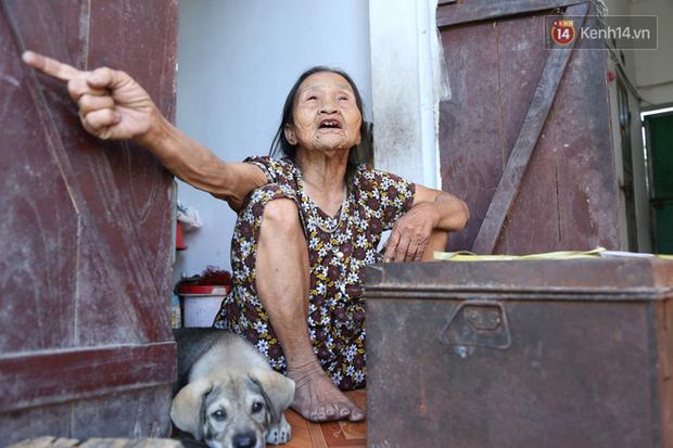 Gặp cụ bà lưng còng cõng bao quần áo, mì tôm ủng hộ người dân miền Trung: Hơn 200.000 đồng/tháng tôi ăn tiêu xả láng, giúp được phần nào hay phần đó - Ảnh 19.