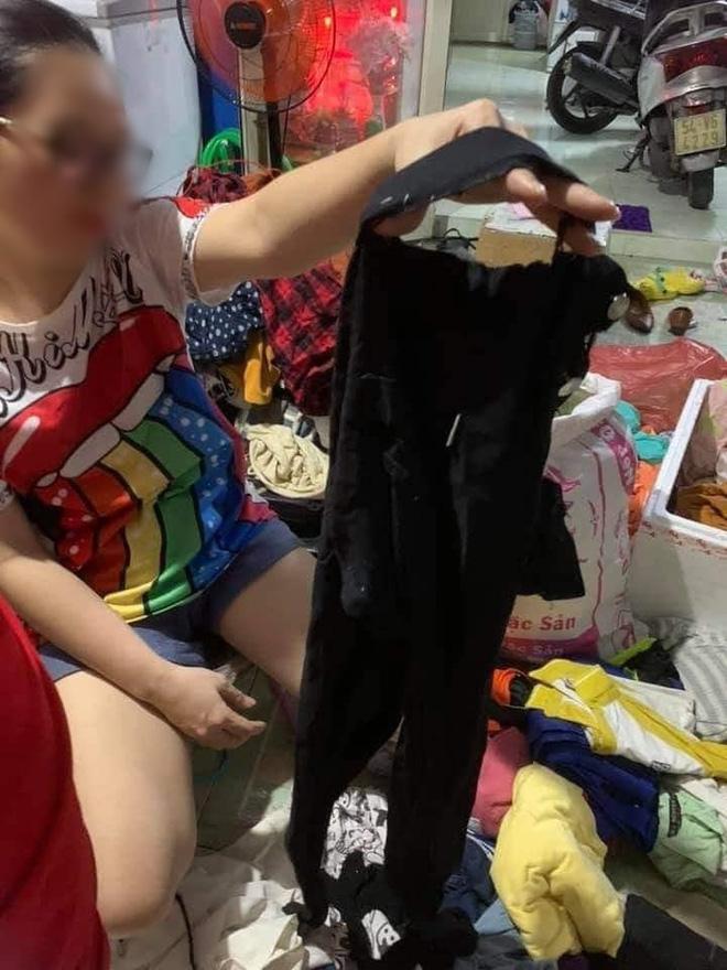 Ngán ngẩm cảnh quần áo rách, váy 2 dây, đồ lót đã qua sử dụng… được đem đi từ thiện, ủng hộ người dân miền Trung - Ảnh 6.