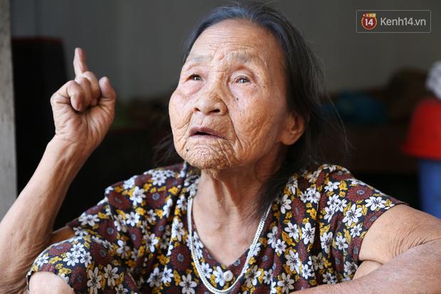 Gặp cụ bà lưng còng cõng bao quần áo, mì tôm ủng hộ người dân miền Trung: Hơn 200.000 đồng/tháng tôi ăn tiêu xả láng, giúp được phần nào hay phần đó - Ảnh 7.
