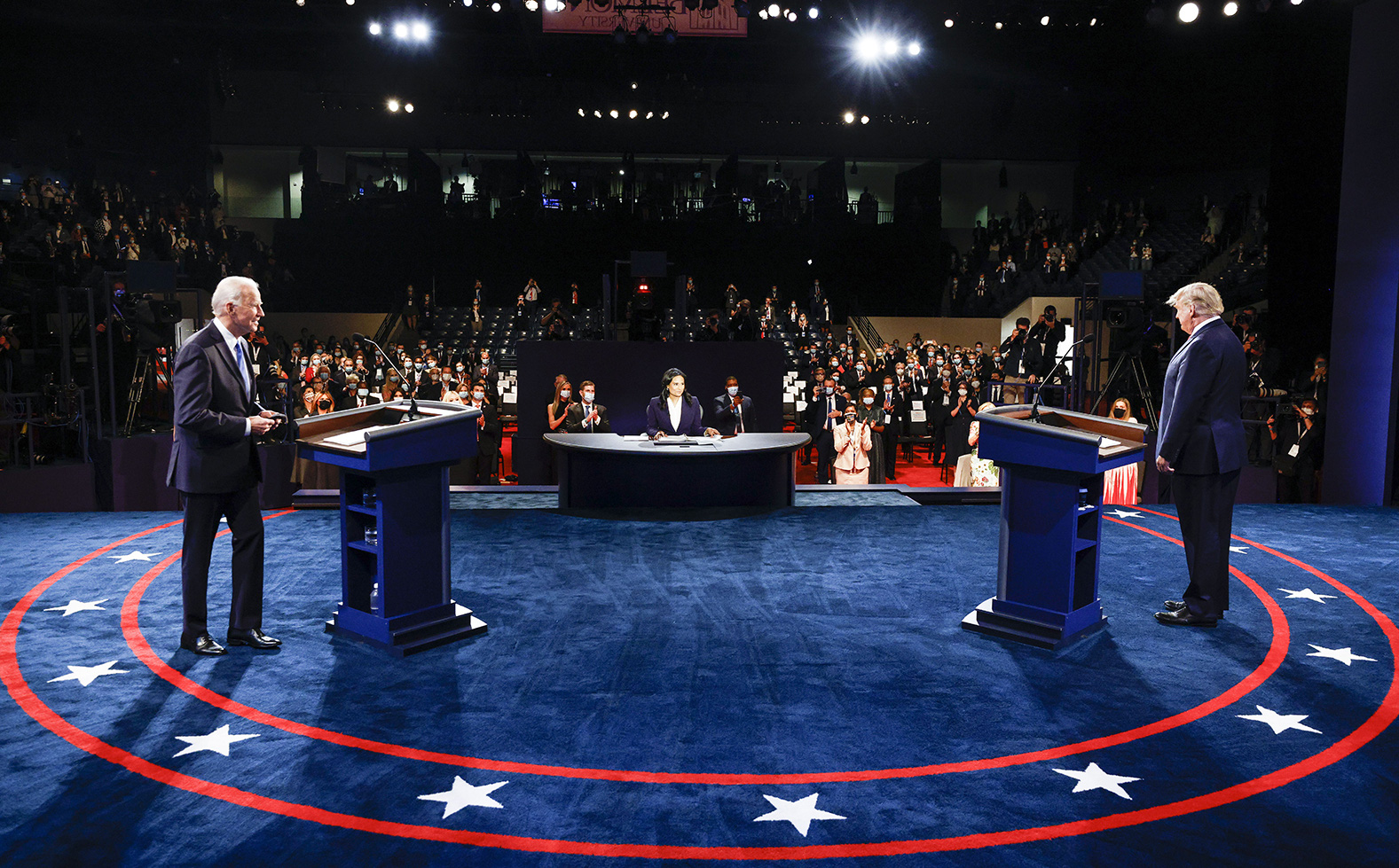 """Tranh luận trực tiếp: Loạt chỉ số cho thấy ông Trump """"tấn công"""" mạnh mẽ, vượt trội ông Biden"""
