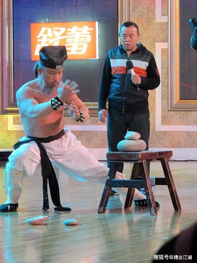 Chưởng môn Thanh Thành đấu võ sĩ Muay Thái theo luật lạ, ai thua phải từ giã võ lâm - Ảnh 2.