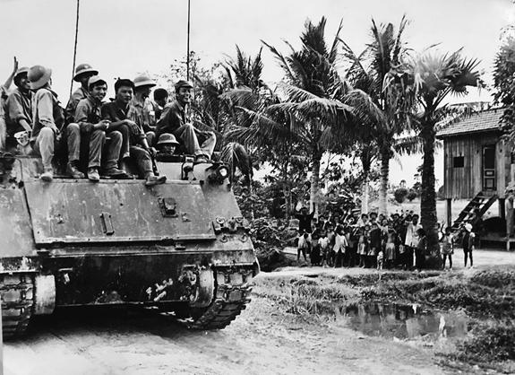 Chiến trường K: Tổng phản công diệt Khmer Đỏ - Cú ra đòn kết liễu với sức mạnh khủng khiếp - Kỳ 2 - Ảnh 3.