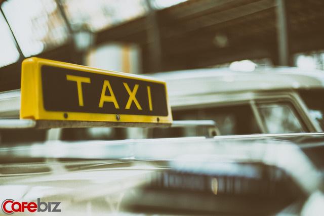 Tài xế taxi tốt nghiệp tiểu học, lương tháng gần trăm triệu: Càng nỗ lực, bạn càng mạnh mẽ; thế giới càng công bằng, bạn càng kiếm được nhiều tiền - Ảnh 1.