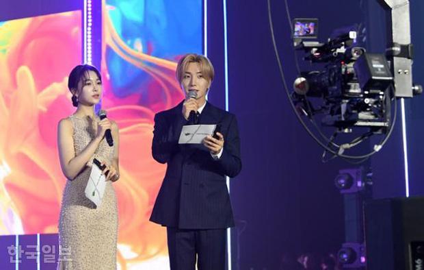 Cuộc thi Hoa hậu Hàn Quốc lạ đời nhất lịch sử: Phông nền hội chợ, Hoa hậu ỉu xìu khi nhận giải, dàn thí sinh trình diễn như idol Kpop - Ảnh 7.