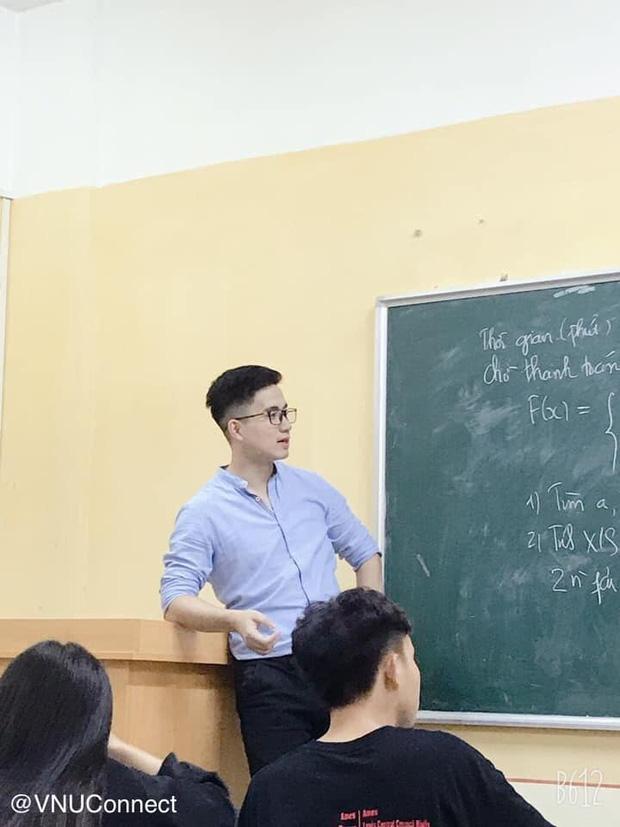 Thầy giáo soái ca bị sinh viên tung loạt ảnh chụp lén đẹp muốn xỉu lên mạng - Ảnh 1.