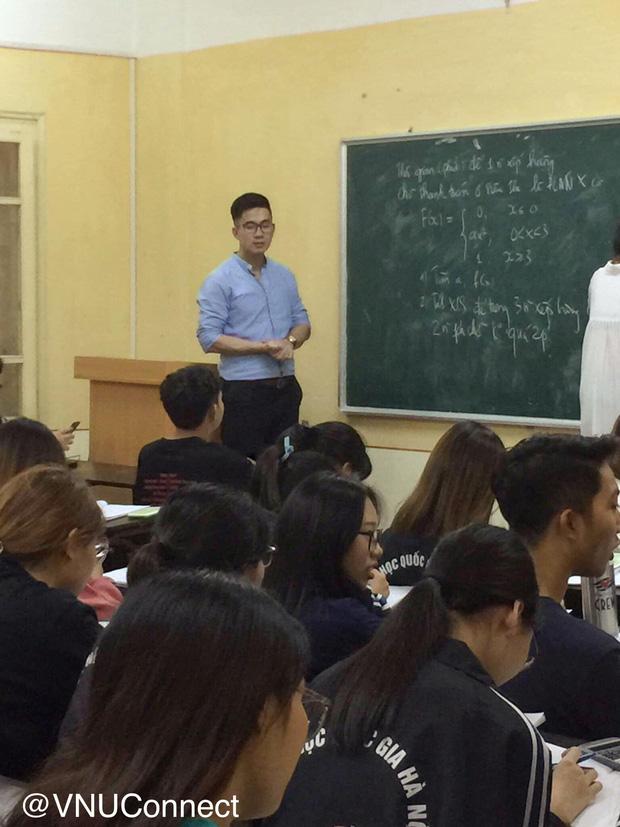 Thầy giáo soái ca bị sinh viên tung loạt ảnh chụp lén đẹp muốn xỉu lên mạng - Ảnh 2.