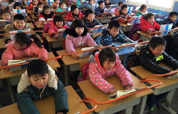 Con trai học lớp 1 lỡ làm gãy bút giá 5 triệu của bạn, phụ huynh bị đòi bồi thường nhưng cách xử lý khiến giáo viên cứng họng - Ảnh 2.