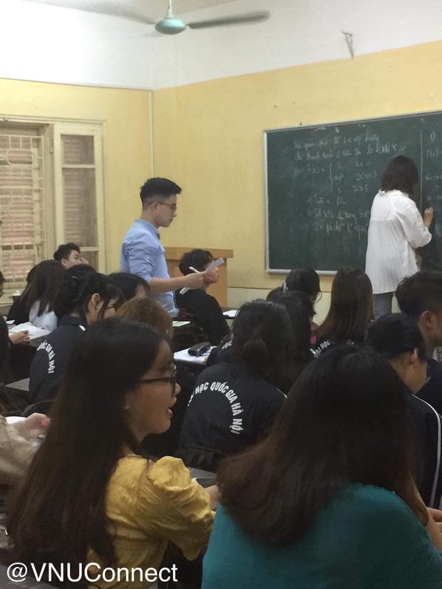 Thầy giáo soái ca bị sinh viên tung loạt ảnh chụp lén đẹp muốn xỉu lên mạng - Ảnh 3.