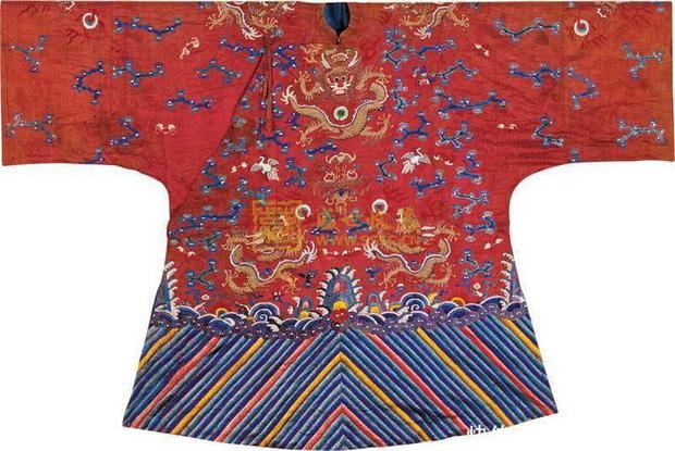 Bí ẩn phía sau tấm áo long bào của các vị Hoàng đế Trung Hoa xưa: Biểu tượng quyền lực không bao giờ được giặt giũ - Ảnh 3.