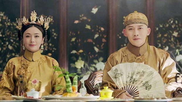 Bí ẩn phía sau tấm áo long bào của các vị Hoàng đế Trung Hoa xưa: Biểu tượng quyền lực không bao giờ được giặt giũ - Ảnh 4.