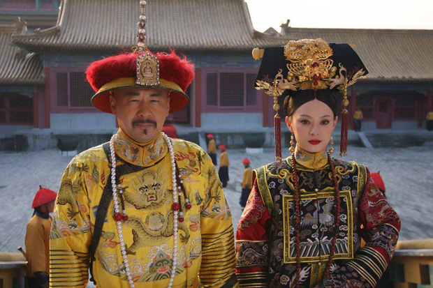 Bí ẩn phía sau tấm áo long bào của các vị Hoàng đế Trung Hoa xưa: Biểu tượng quyền lực không bao giờ được giặt giũ - Ảnh 5.