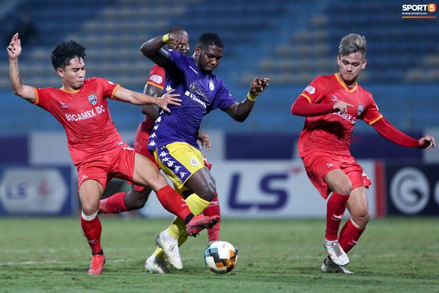 Quang Hải đòi trọng tài rút thẻ phạt cho bạn cũ ở U23 Việt Nam sau pha phạm lỗi nguy hiểm - Ảnh 6.