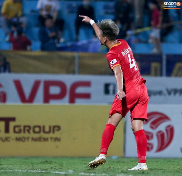 Quang Hải đòi trọng tài rút thẻ phạt cho bạn cũ ở U23 Việt Nam sau pha phạm lỗi nguy hiểm - Ảnh 7.