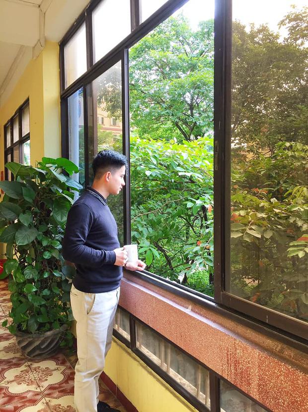 Thầy giáo soái ca bị sinh viên tung loạt ảnh chụp lén đẹp muốn xỉu lên mạng - Ảnh 9.