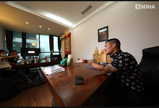 [Bí mật phòng sếp] Những trận xa luân chiến 15 phút trong căn phòng của đạo diễn nổi tiếng nhất Việt Nam - Ảnh 1.